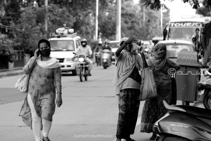 candid-street-scene-photography-jaipur-indian-women-public