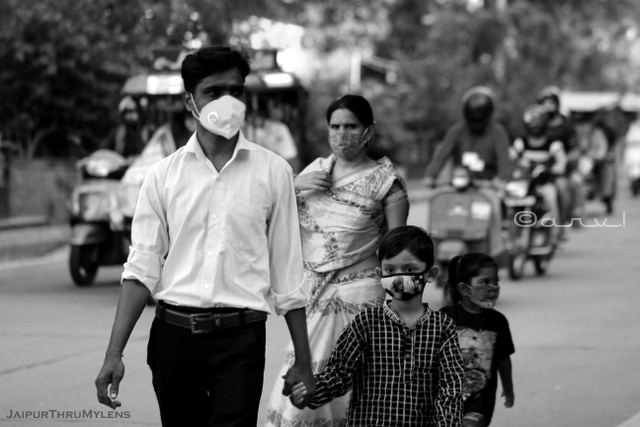 indian-family-with-face-mask-on-jaipur-street-photography-candid