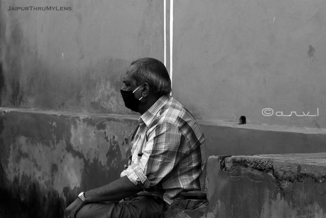jaipur-man-with-face-mask-india-street-scene-photo