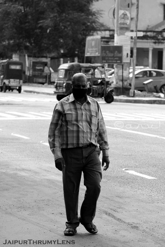 man-with-face-mask-jaipur-street-scene-photography-india