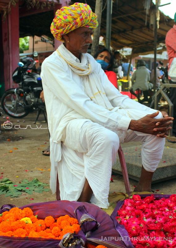 flower-mandi-in-jaipur-india-farmer-selling-with-pagdi-turban