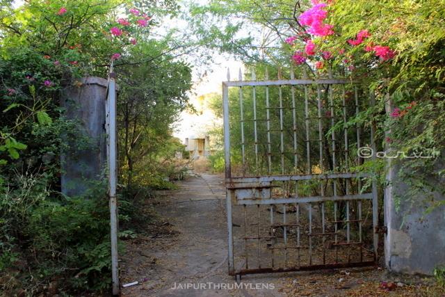abandoned-creepy-building-door-jaipur-india
