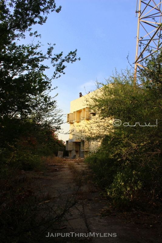 creepy-abandoned-building-jaipur-india
