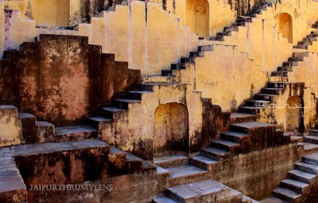 panna-meena-kund-baori-stepwell-architecture-jaipur-symmetry