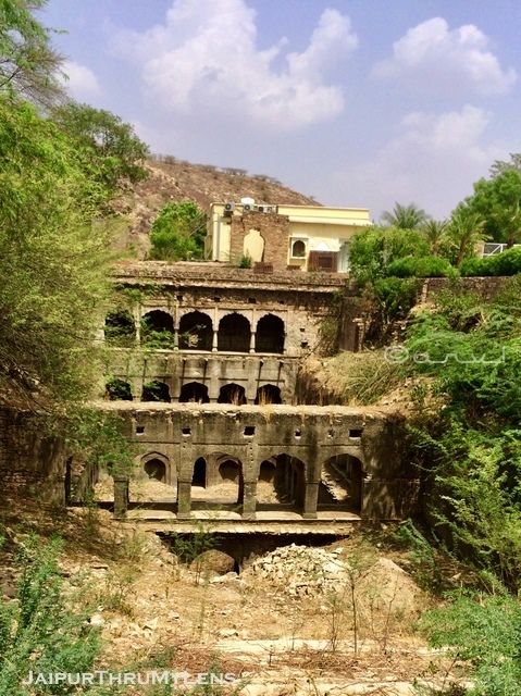 ruined-jaipur-famous-stepwell-rajasthan-india