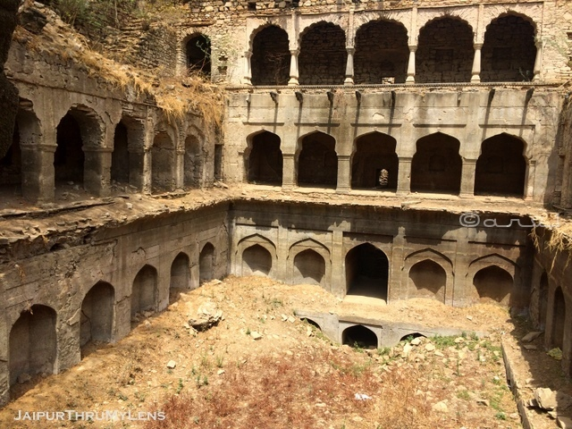 what-is-stepwell-and-meaning-jaipur-baori