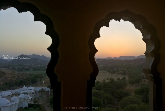 fairmont-jaipur-resort-room-sunset-view