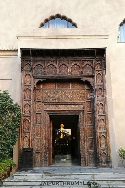 hotel-fairmont-jaipur-vintage-entry-gate-india