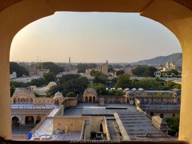 hawa-mahal-jaipur-jantar-mantar-view-jharokha