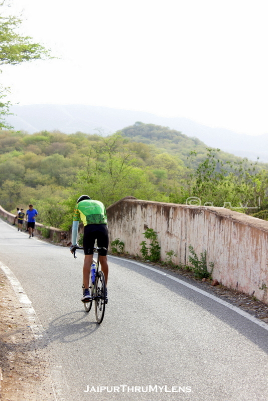 popular-group-cycling-route-jaipur-nahargarh-fort-road